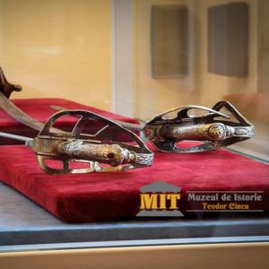expozitie-arme-sabii-muzeul-de-istorie-teodor-cincu-tecuci