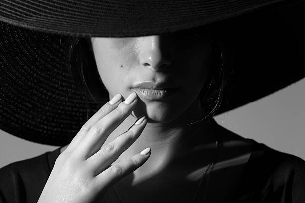 femeie shadow